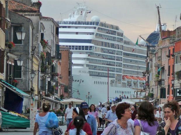 Non la navigation des navires de croisi res dans la lagune n est pas sans risques olia i klod - Hotel venise port croisiere ...