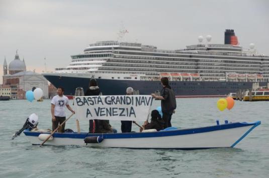 VENEZIA: NO GRANDI NAVI,CORTEO ACQUEO E PROTESTA A SAN MARCO