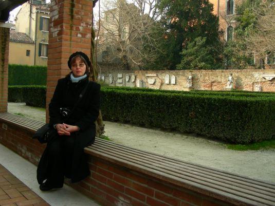 Olga dans le jardin de la Rezzonico