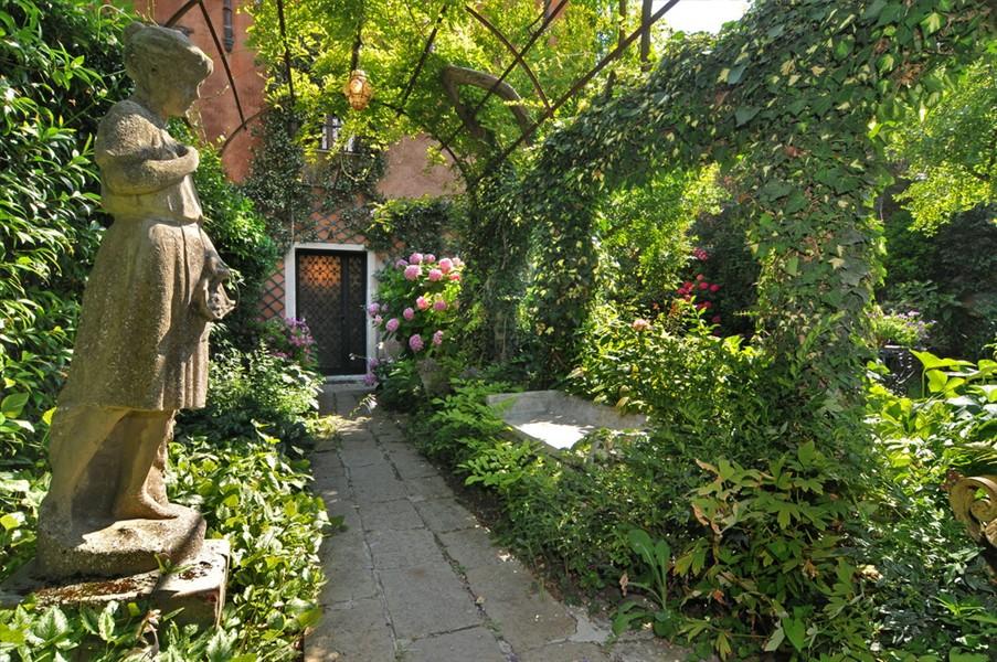 Le jardin de titien olia i klod - Idee petit jardin fleuri brest ...