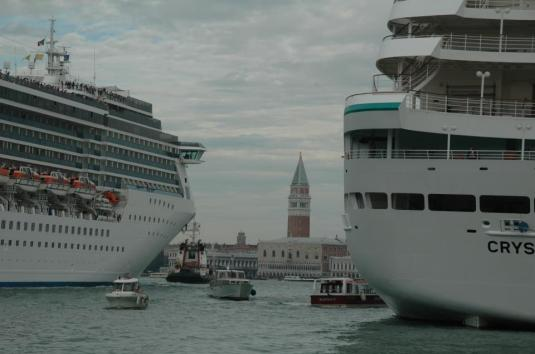 L'inchino si fa anche a due metri da San Marco
