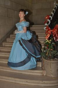 Olga dans une robe inspirée par Sophia Troubetskoy, duchesse de Morny