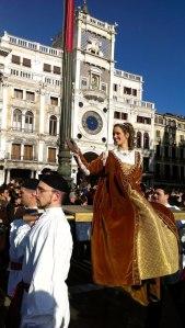 Julia Nasi pendant le défilé des Marie