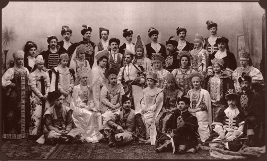 Photo de groupe au bal de 1903