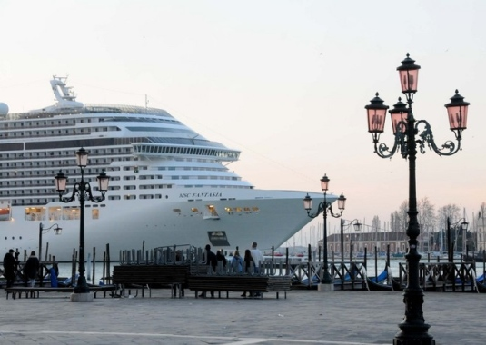 La MSC Fantasia à Venise