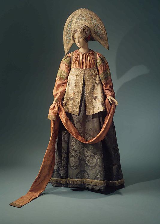 Une pièce de la collection de costumes russes de Natalia Chabelskaya