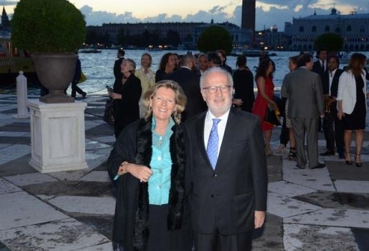 M et Mme Giorgio Orsoni à leur arrivée à la réception donnée par François Pinneau