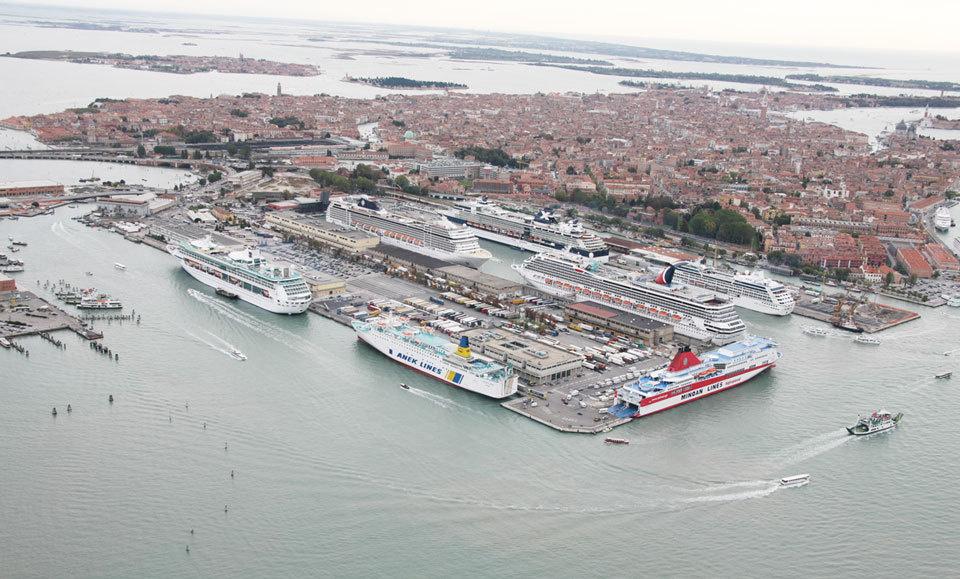 Retour sur le blocage du port de venise olia i klod - Hotel venise port croisiere ...