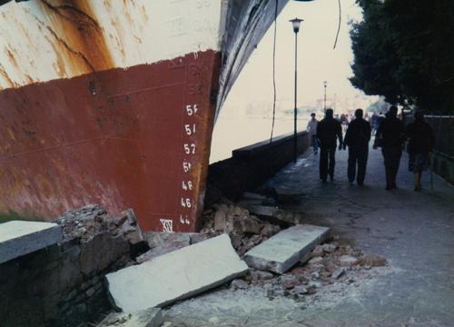 l'accident du 31 mai 1980 quand le porte container Afros est venu s'encastrer dans le quai des Giardini