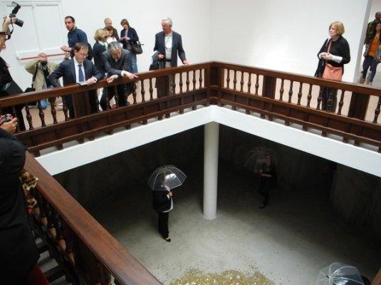 Золото на память раздают в павильоне России на Венецианской биеннале
