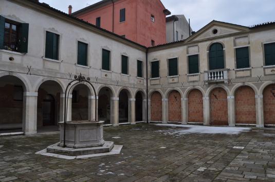 Cloître de l'ancien couvent de Sant'Anna