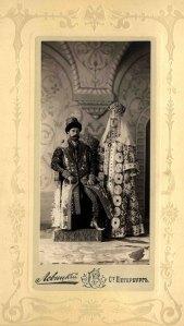 Le tsar Nicolas II et son épouse en costume ancien.