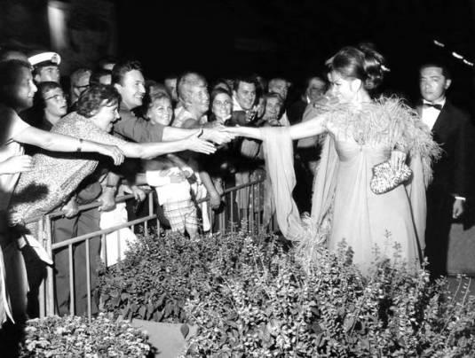 Claudia Cardinale et Elizabeth Taylor à Venise en 1967