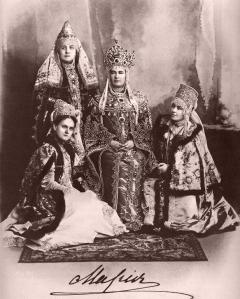 Великая княгиня Мария Павловна с фрейлинами