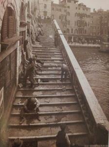 Changement du pavement du pont du Rialto, dans les années 50