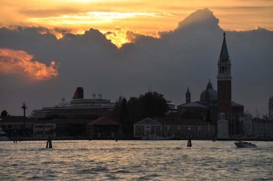 Le Queen Victoria écrase Venise