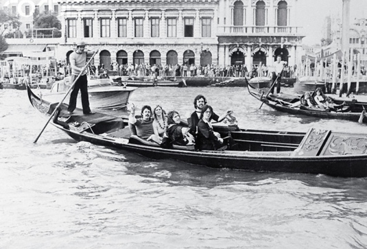 Paul e Linda McCartney a Venezia nel 1976 per un concerto dei Wings in piazza San Marco