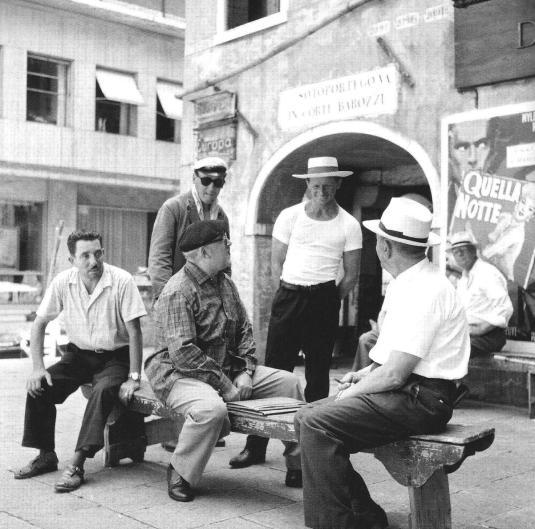Cesare Zavattini plaisante avec un gondolier