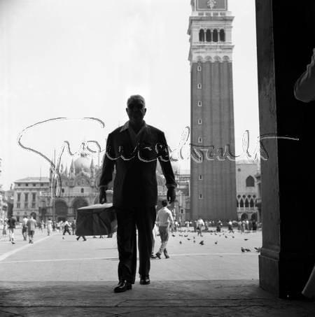 Jean Gabin sur la piazza San Marco de Venise