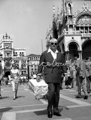 Jean Gabin devant la basilique San Marco