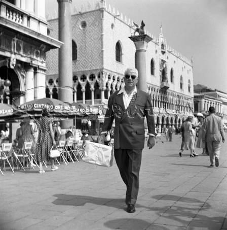 Jean Gabin sur la piazza San Marco en 1959