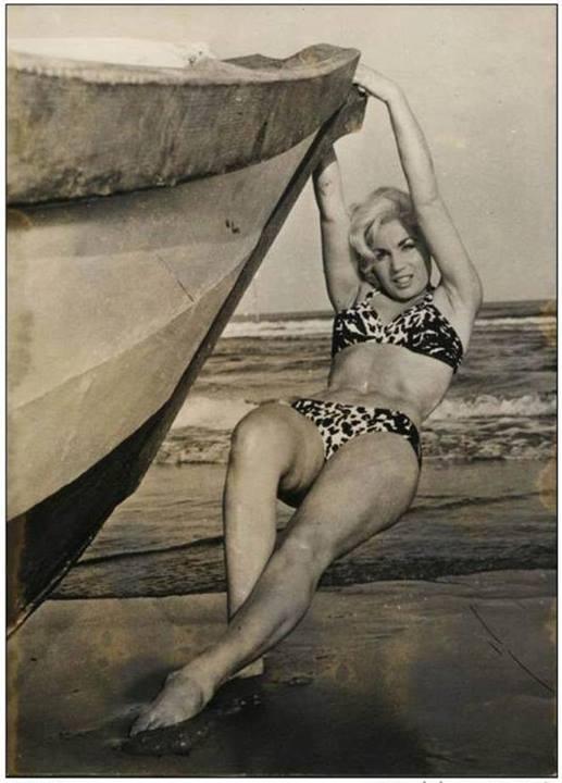 June Margaret Cunningham sur la plage du Lido de Venise en 1957