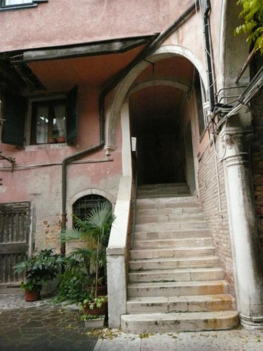 Cour privée dans Castello