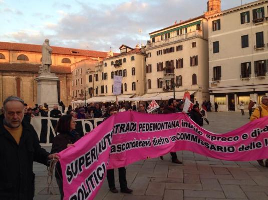 Sfila in corteo a Venezia il sogno di un altro Veneto