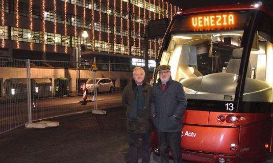 Le tram arrive piazzale Roma