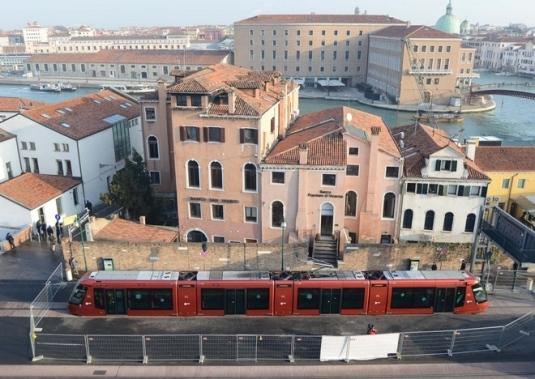Le tram de Venise au terminus de piazzale Roma