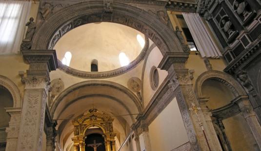 le cloître médiéval de l'ancien couvent de la Chiesa San Giobbo