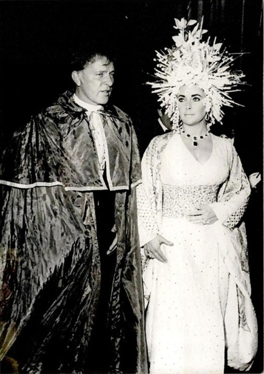 "Elizabeth Taylor et Richard Burton au ""Save Venice Ball"""