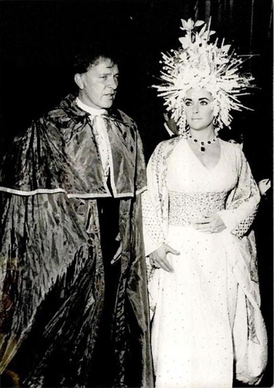 "Elizabeth Taylor et Richard Burton au ""Save Venice Ball"""