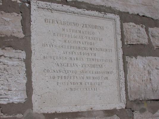 Plaque commémorative à Zendrini