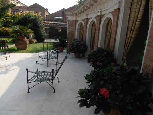 Le jardin de l'usine Fortuny, à la GiudeccaDIGITAL CAMERA