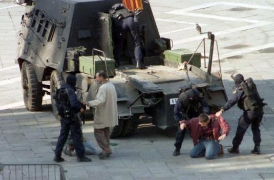 """Venezia, 9/05/1997. I """"Serenissimi"""" assaltano il campanile di San Marco. ©Andrea Pattaro/Vision"""