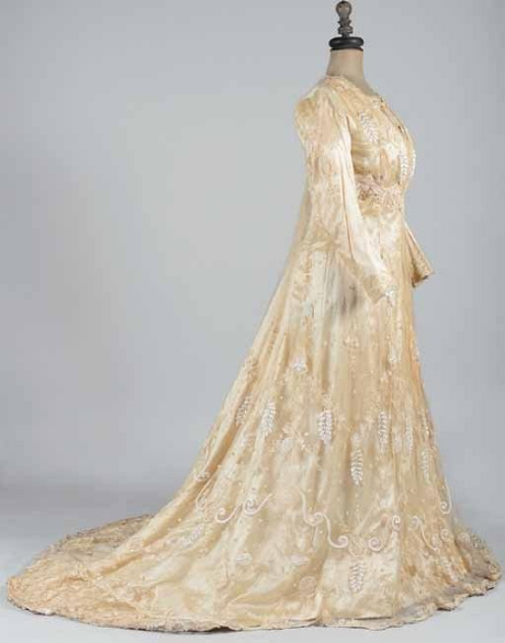 Tea-gown à ligne Princesse