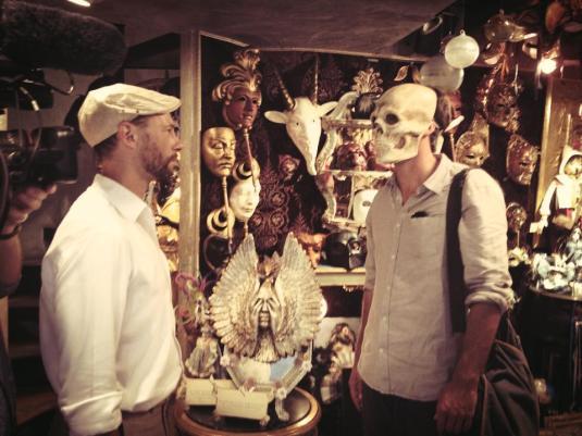 Raphaël et Davide croisent la mort dans une boutique de masques