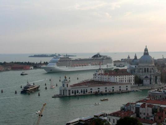 Le MSC Musica dans le canal de la Giudecca à Venise