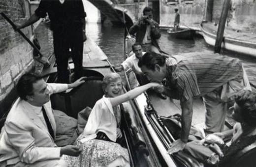 Federico Fellini, Giulietta Masina & Anthony Quinn à Venice en 1954 © Photo Mario De Biasi