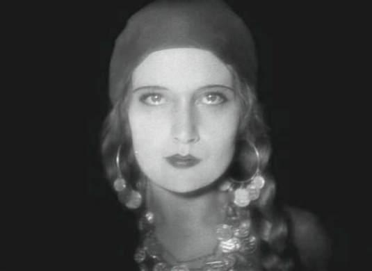 Edith Jehanne dans le rôle de la Tarakanova
