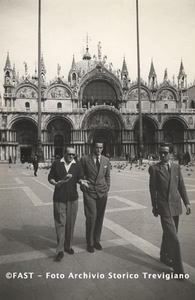 Vittorio Gassman sur la piazza